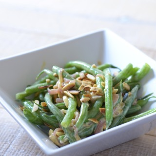 alt= green beans with shallot vinaigrette and toasted almonds photo